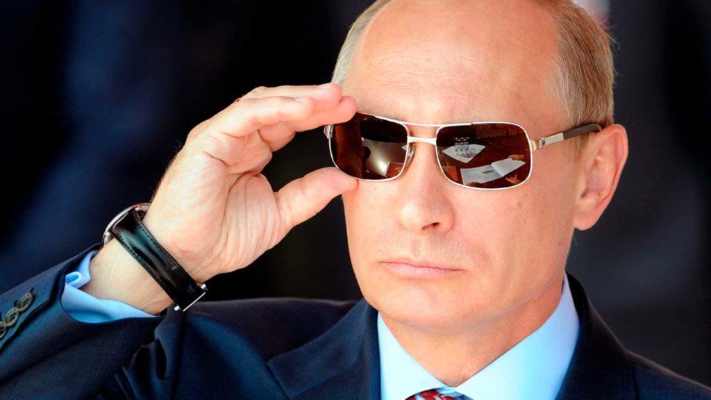 В.В. Путин следит