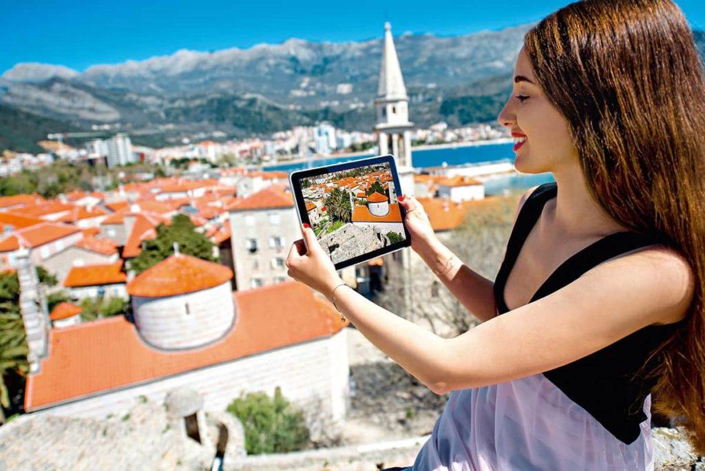 турист в Черногории