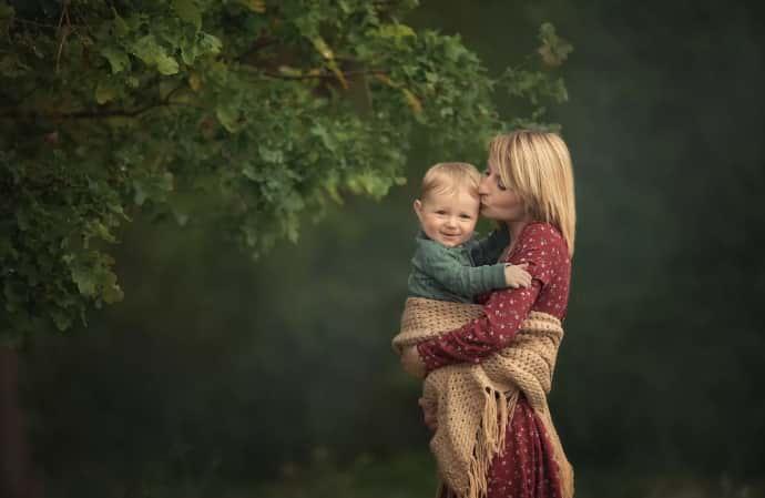 Мать с ребенком в Польше